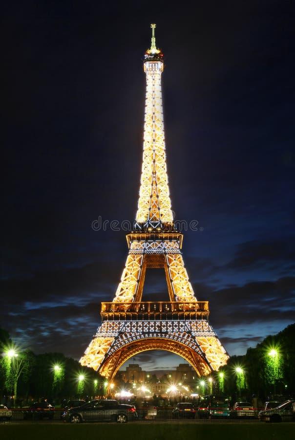 башня paris освещения eiffel известная стоковое изображение