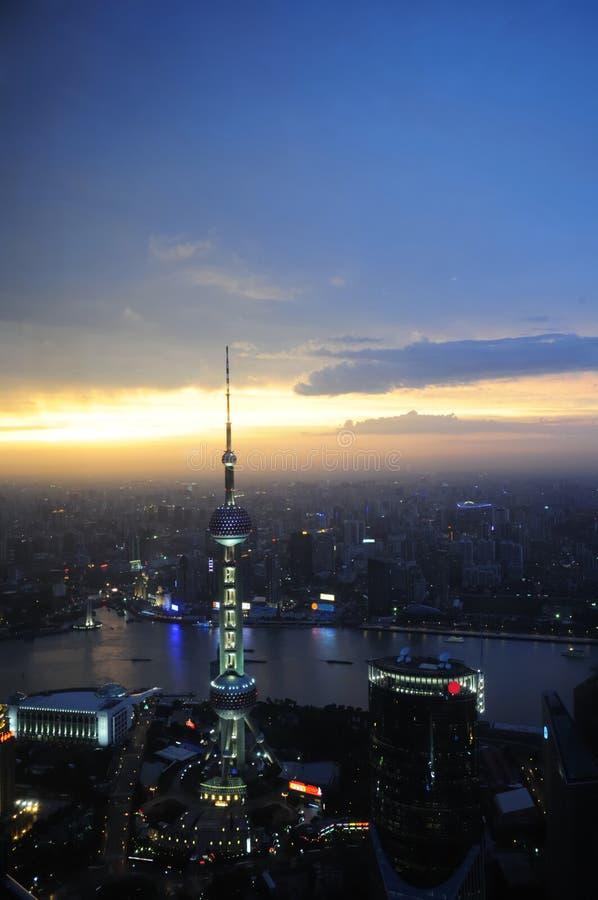башня pu shanghai перлы ночи dong стоковые изображения