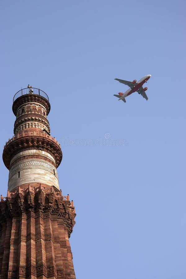 башня qutb delhi Индии minar плоская стоковые изображения rf