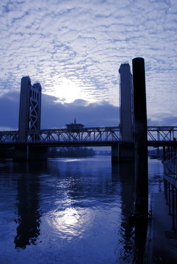 башня sacramento моста стоковые изображения rf