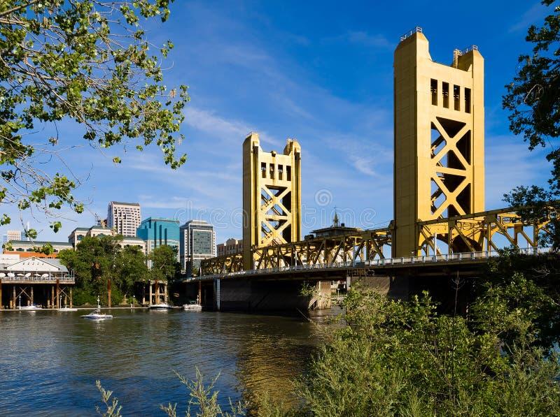 башня sacramento моста стоковые фото
