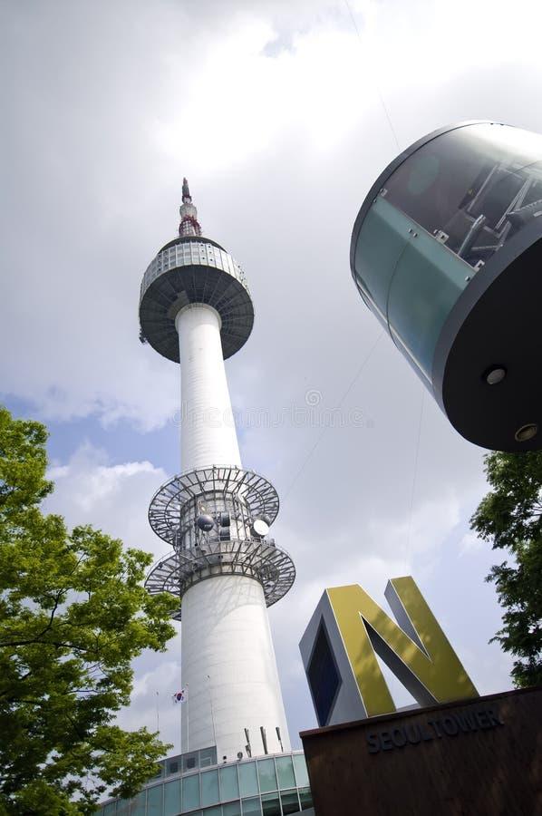 башня seoul стоковое изображение rf