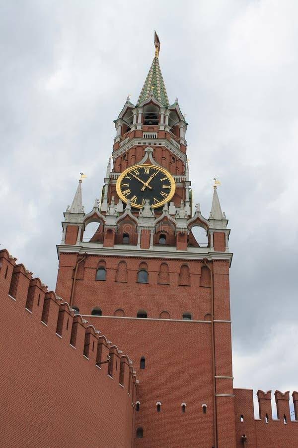 Башня Spasskaya Кремля на красной площади в Москве, России стоковые изображения rf