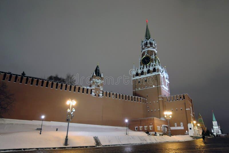 Башня Spasskaya Москвы Кремля на ноче стоковые фото