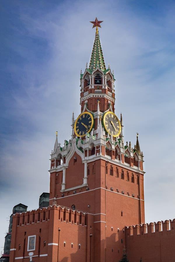 Башня Spasskaya на красной площади, Москве, России стоковые фото