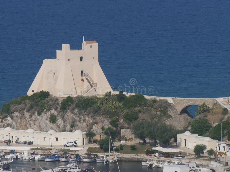 Башня Sperlonga - Truglia стоковое изображение rf