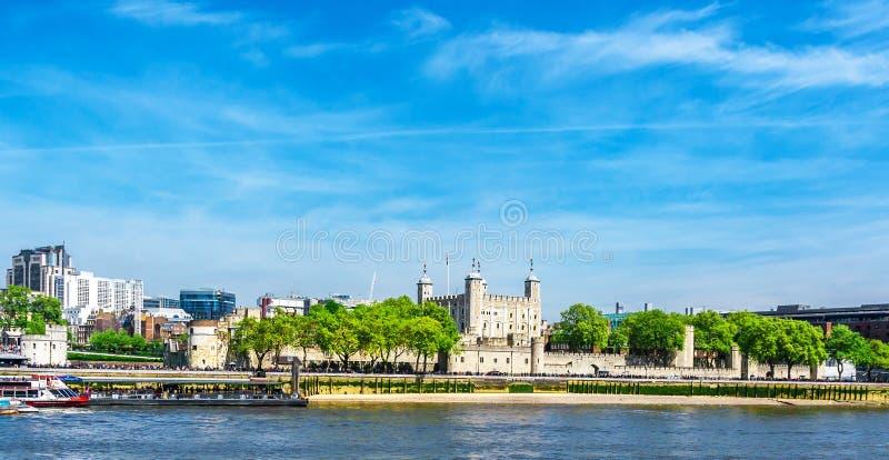 башня thames реки london стоковые изображения