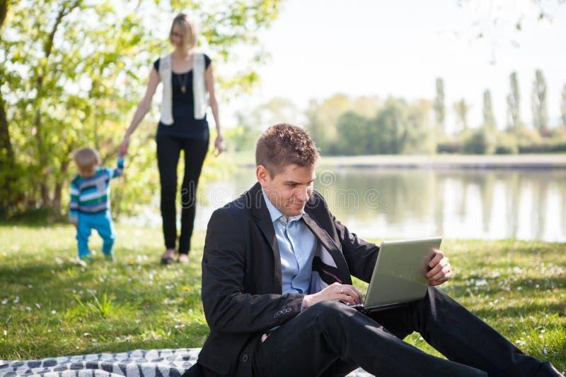 Баланс между работой и семейной жизнью стоковое фото rf