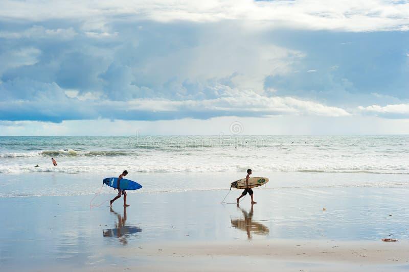 Балийские серферы стоковая фотография rf