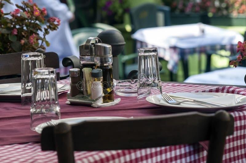 Балканская таблица на ресторане стоковое фото