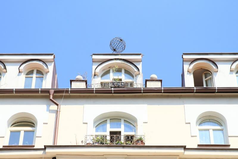 Балкон с цветками стоковое фото rf