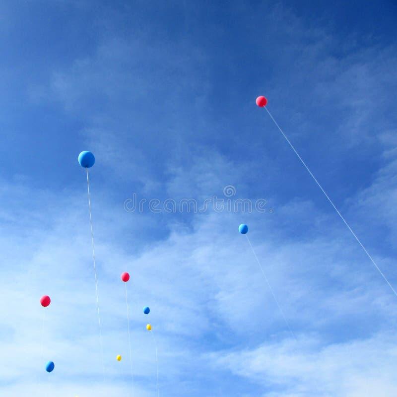 Баллоны в небе стоковые изображения