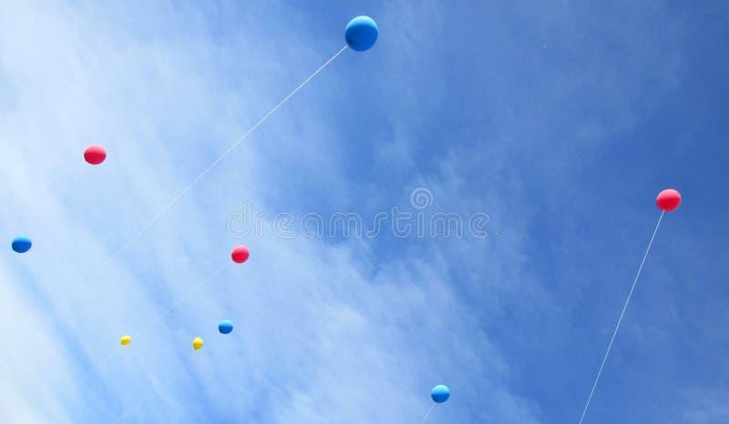 Баллоны в небе стоковые фото