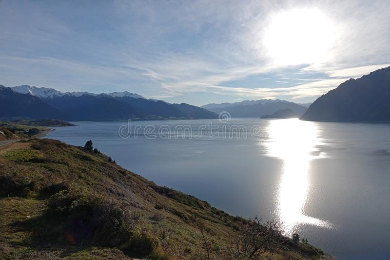 Бдительность Hawea озера, Новая Зеландия стоковые фотографии rf