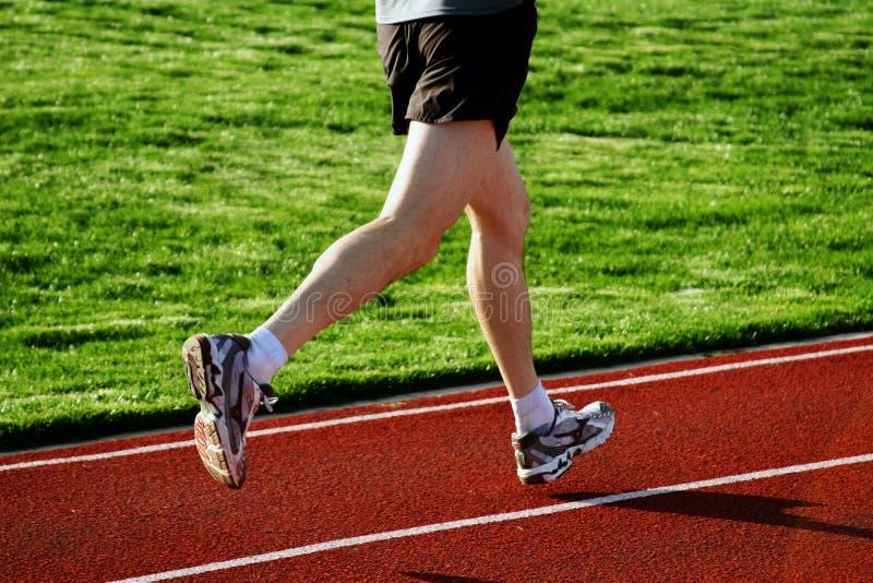 Download беговая дорожка человека стоковое фото. изображение насчитывающей игры - 87892