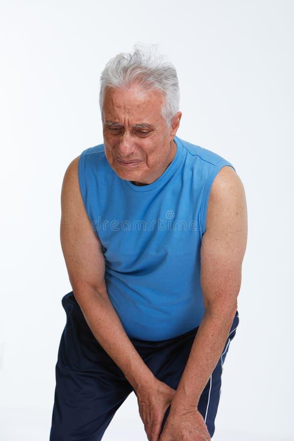 бегунка боли колена ушиба спорты мыжского идущие стоковое изображение rf