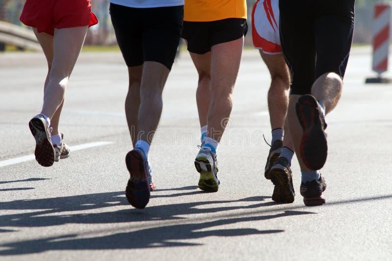 бегунки марафона стоковое фото rf