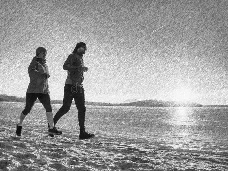 Бегуны женщины и человека тренируя outdoors в зимних временах стоковое фото rf