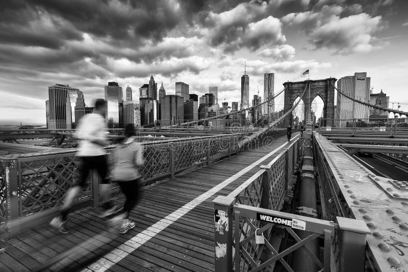 Бегуны на Бруклинском мосте стоковые изображения rf