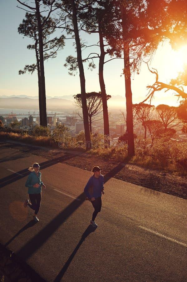 Download Бег восхода солнца стоковое фото. изображение насчитывающей красивейшее - 40580220