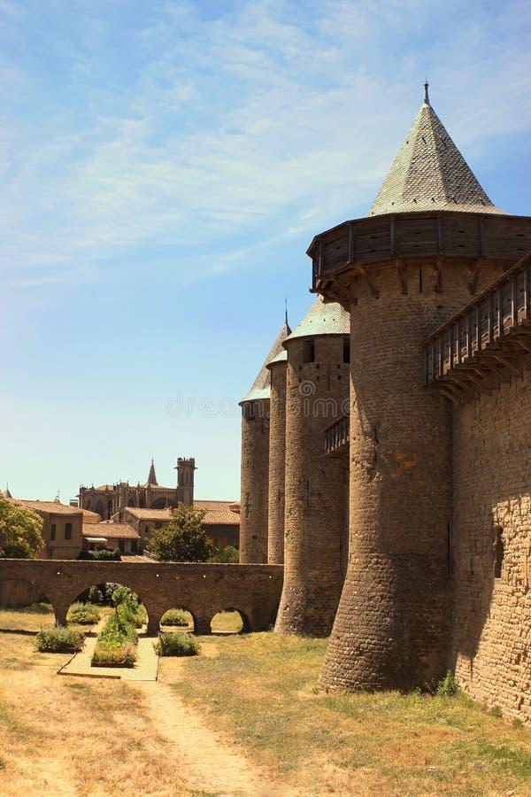 Бедный район крупного города Каркассона, франция и базилики Святого стоковая фотография