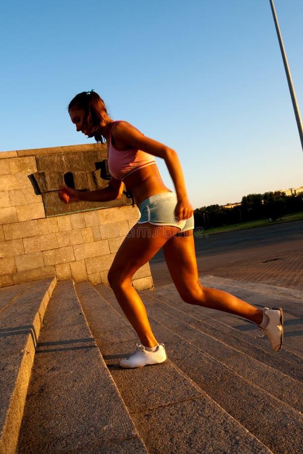 бежать вверх женщина Стоковая Фотография RF