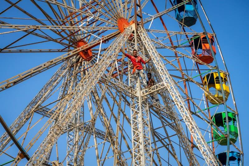Бежать гигантское колесо - сельская Индия стоковые фотографии rf