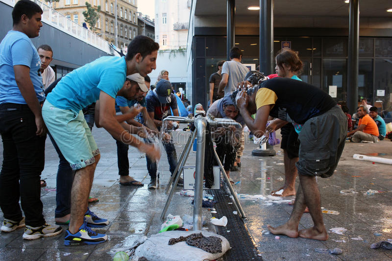 Беженцы в Будапеште, Венгрии стоковое фото rf