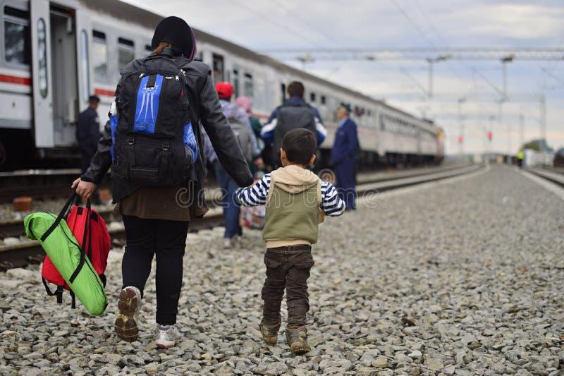 беженцы в Tovarnik (Сербе - граница Croatina) стоковое фото