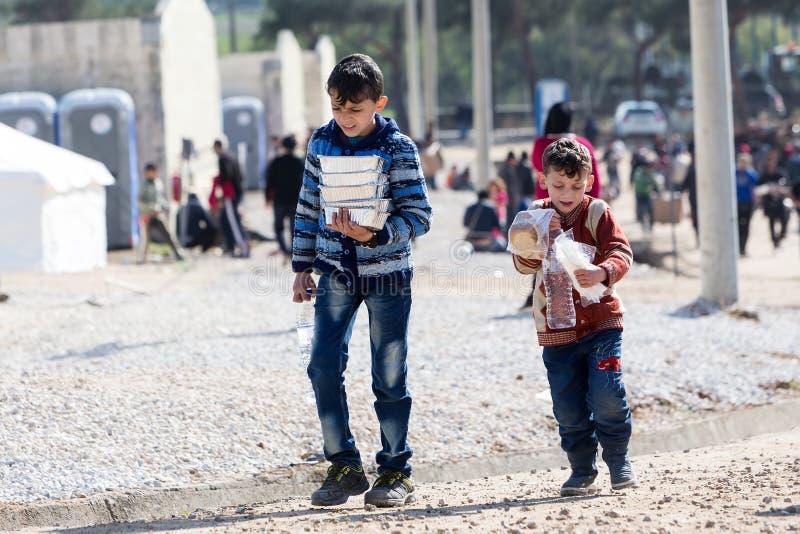 Беженцы живя в шатрах в разбивочной перестановке Diavata стоковые изображения rf