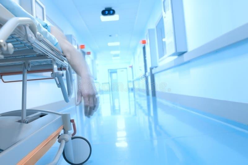 Безжизненная качая рука в интерьере больницы стоковые изображения