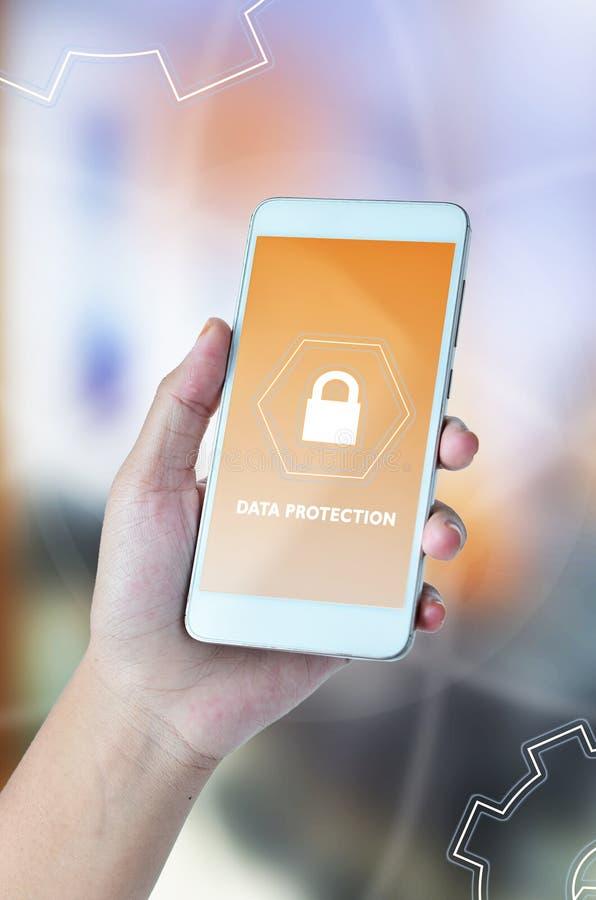 Безопасность кибер, защита данных, безопасность информации и шифрование технология интернета и концепция дела Виртуальный экран стоковые фото