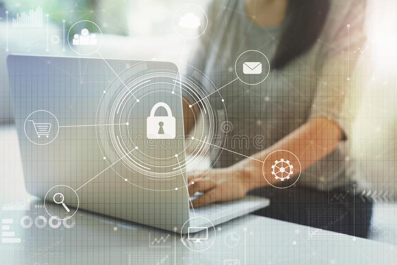 Безопасность кибер с женщиной стоковые изображения rf
