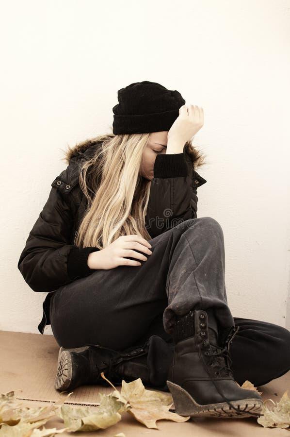 Бездомная девушка стоковое изображение rf