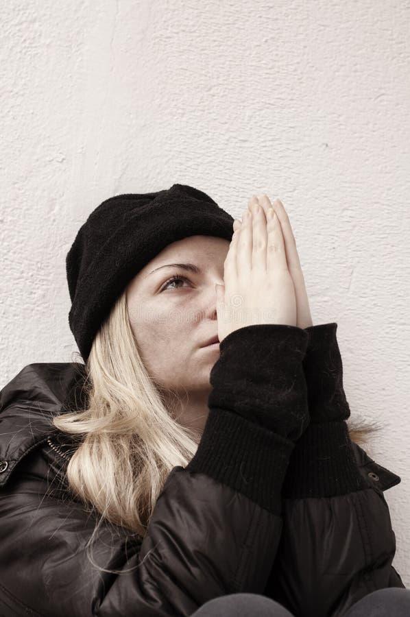 Бездомная девушка стоковое изображение