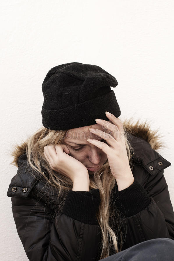 Бездомная девушка стоковые изображения