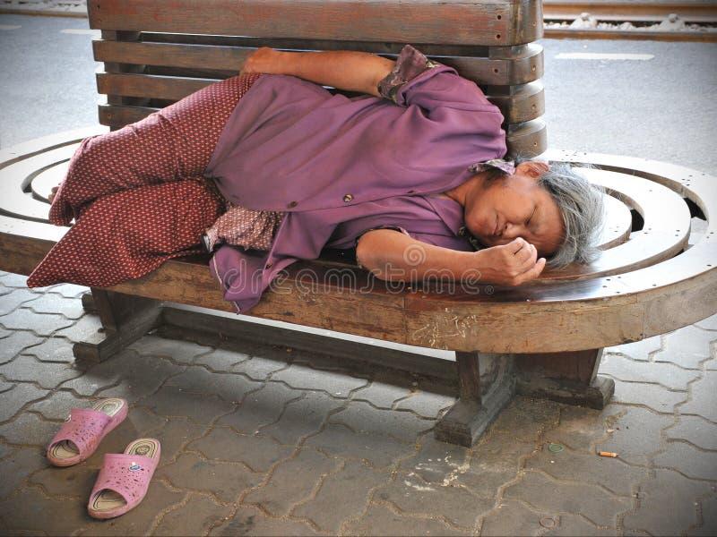 бездомная женщина стоковая фотография rf