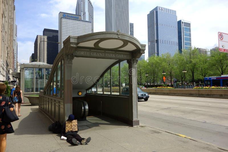 Бездомные как на станции метро стоковое изображение