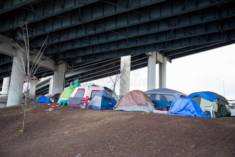Бездомный лагерь Портленд Орегон шатра стоковое фото rf