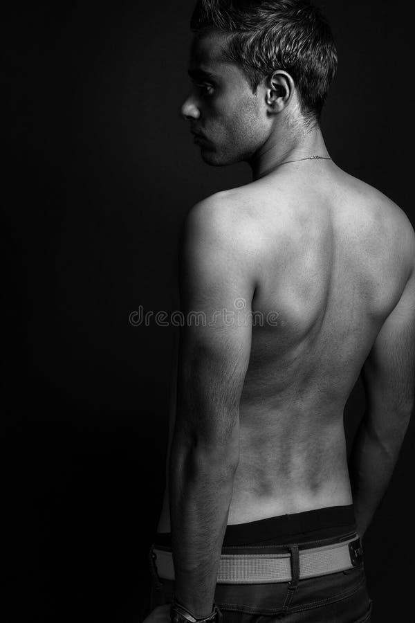 без рубашки заднего человека мужеское сексуальное стоковые изображения