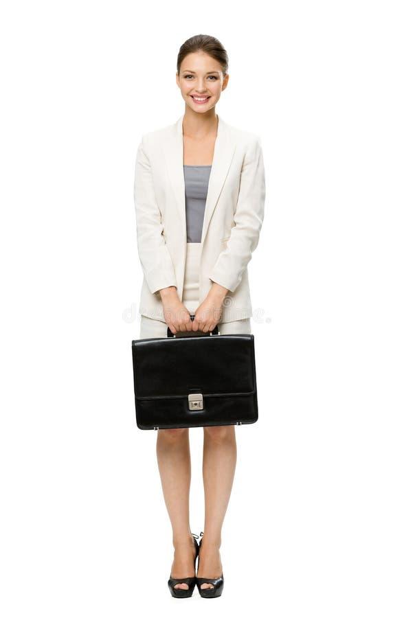 Без сокращений портрет бизнес-леди с чемоданом стоковые изображения rf