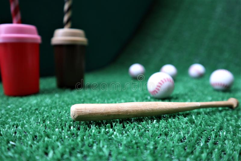 Бейсбол и летучая мышь с космосом экземпляра стоковая фотография