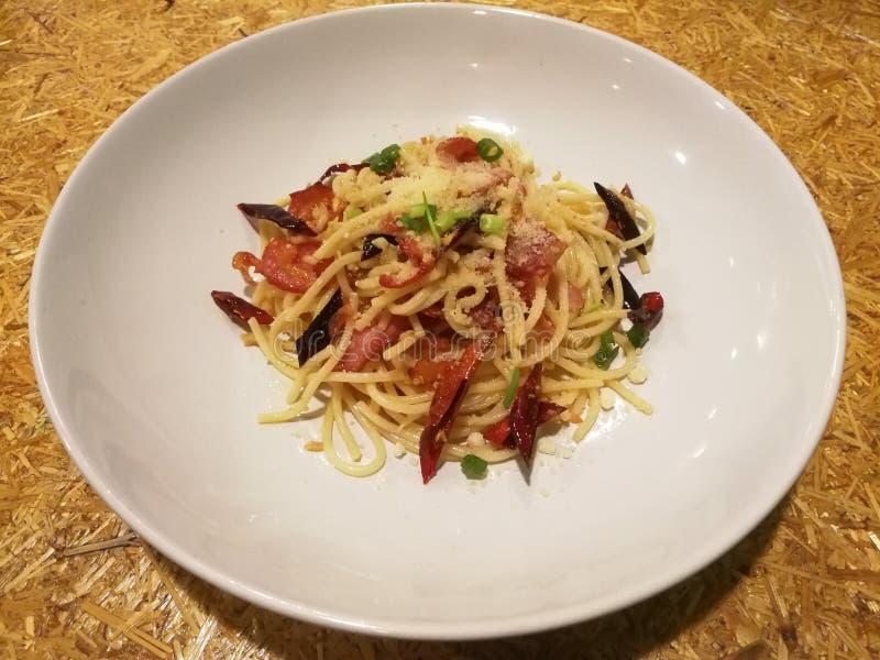 Бекон, chili и спагетти pecorino стоковые фотографии rf