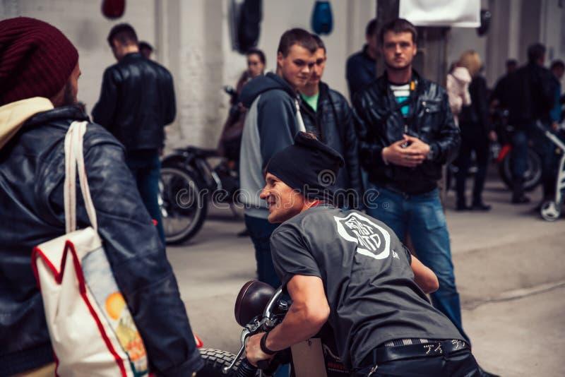 Беларусь, Минск, может 17, 2015, улица Oktyabrskaya, фестиваль велосипедиста r группа в составе велосипедисты на улице города стоковые фотографии rf