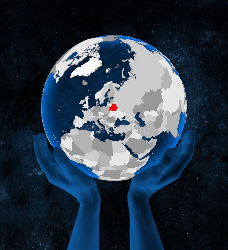 Беларусь на глобусе в руках иллюстрация вектора