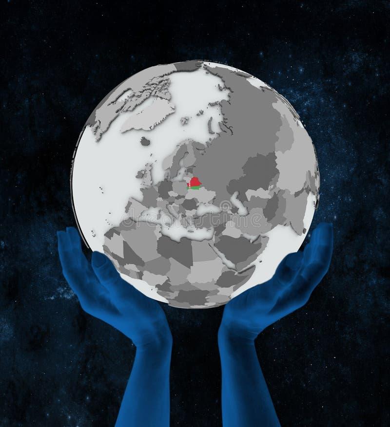 Беларусь на глобусе в руках бесплатная иллюстрация