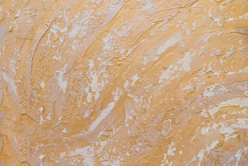 Белая и золотая грязная предпосылка текстуры штукатурки стены Декоративная краска стены Абстрактный цвет золота покрашенный на gr стоковые изображения rf