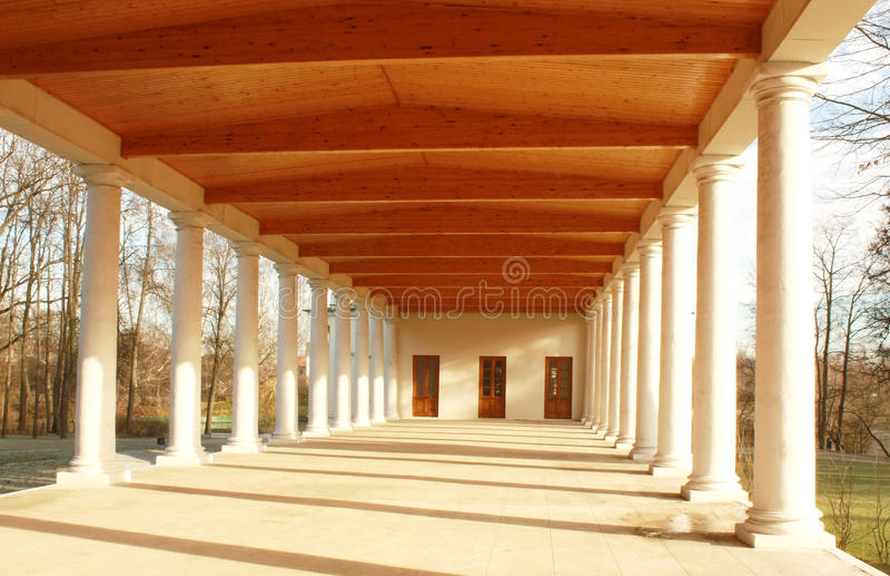 Белая колоннада стоковое фото
