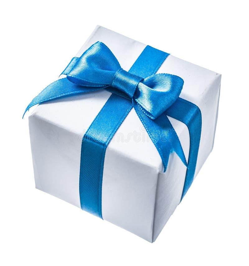 Белая коробка gif при голубая лента изолированная на белизне стоковое изображение