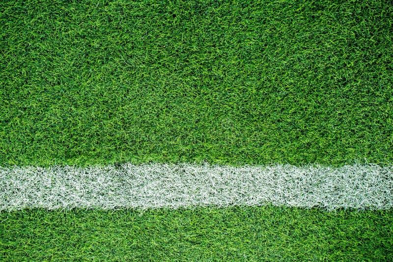 Белая нашивка на футбольном поле стоковые изображения